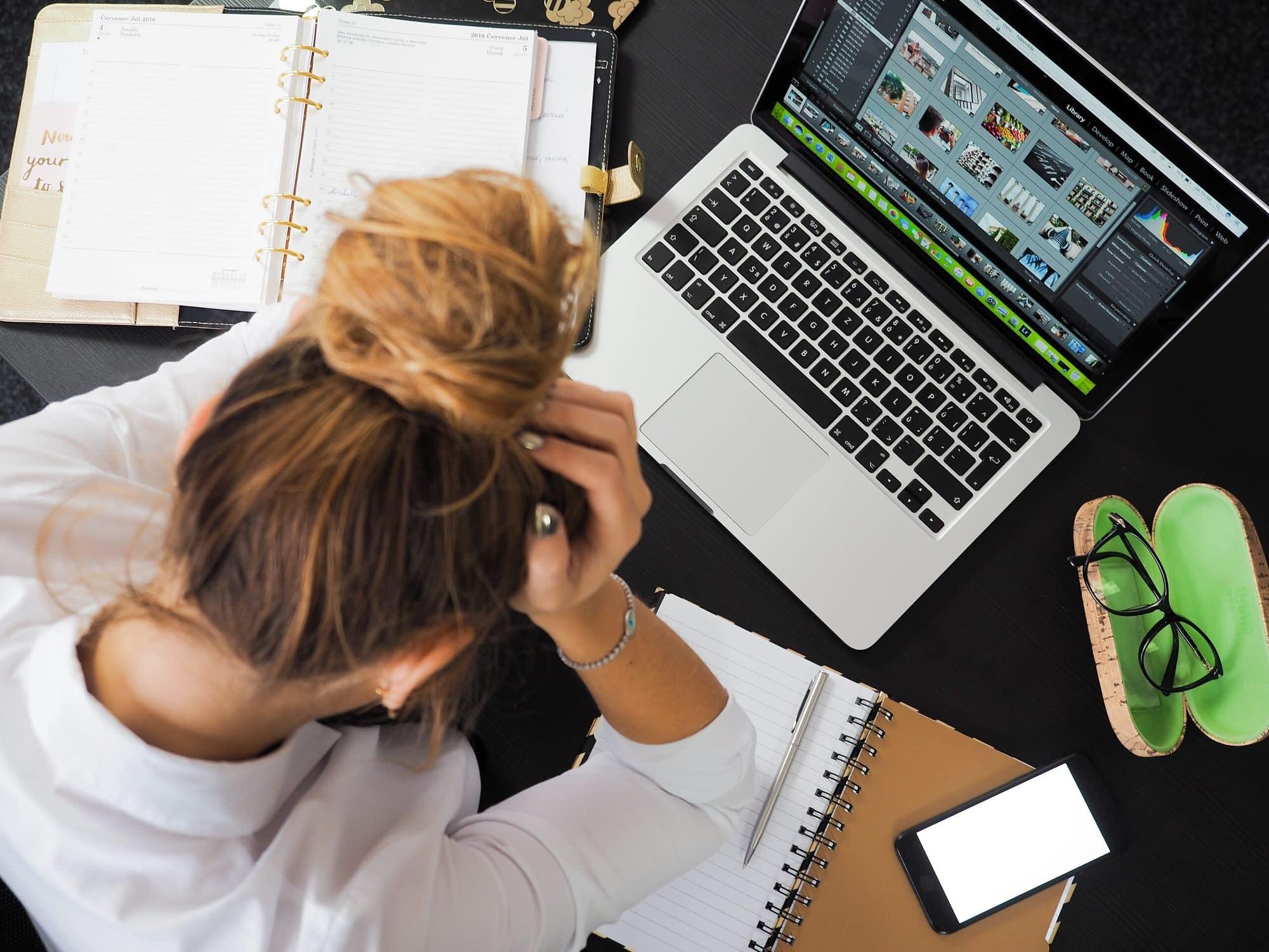 Foto av energepic.com från Pexels - se deadlinen i vitögat