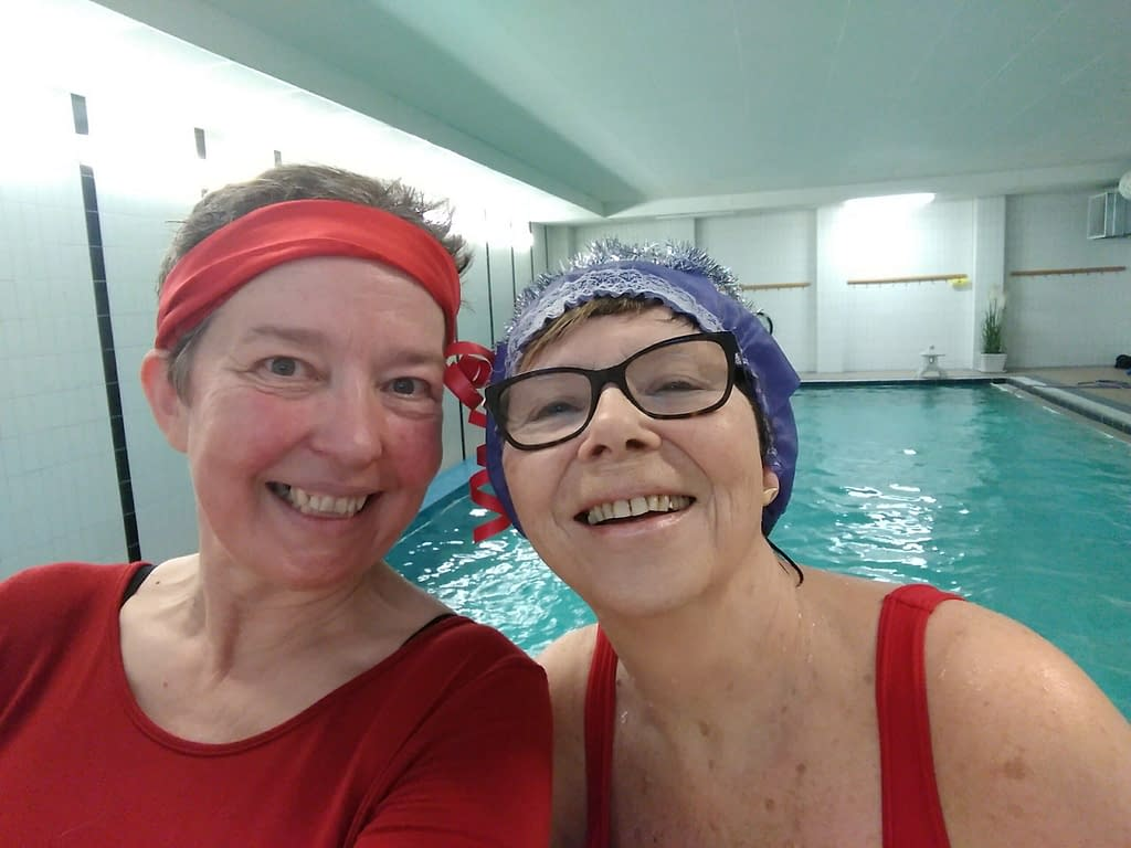 Lisel Humla och Britt älskar Jul-vattengympa!